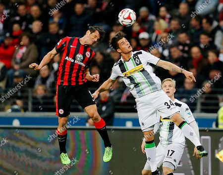 Frankfurt's Nelson Valdez from Paraguay, left, and Moenchengladbach's Granit Xhaka from Switzerland challenge for the ball during a German first division Bundesliga soccer match between Eintracht Frankfurt and Borussia Moenchengladbach in Frankfurt, Germany