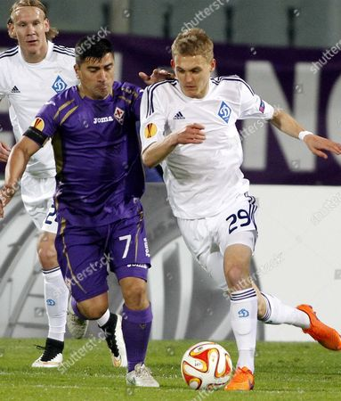 Younes Belhanda, David Pizarro Fiorentina's David Pizarro, left, fights for the ball with Dynamo Kiev's Vitaliy Buyalskiy during a Europa League Quarterfinal, second leg soccer match between Fiorentina and Dynamo Kyiv at the Artemio Franchi stadium in Florence, Italy