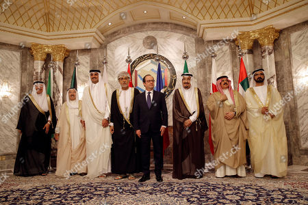 Abdullatif bin Rashid Al-Zayani, Sabah Al Ahmed Al Sabah, Tamim bin Hamad Al-Thani, Shihab bin Tariq Al Said, Francois Hollande, King Salman, Hamad bin Isa Al Khalifa, Mohammed Bin Rashid Al Maktoum From left, Abdullatif bin Rashid Al-Zayani, secretary-general of the Gulf Cooperation Council, Kuwaiti Emir Sabah Al Ahmed Al Sabah, Qatar's Emir Sheikh Tamim bin Hamad Al-Thani, Sayyid Shihab bin Tariq Al Said, Representative of Sultan Qaboos bin Said of Sultanate of Oman, French President Francois Hollande, King Salman of Saudi Arabia, Bahraini King Hamad bin Isa Al Khalifa, Sheikh Mohammed Bin Rashid Al Maktoum, Vice President and Prime Minister of the UAE and Ruler of Dubai, pose for group photograph before the opening of Gulf Cooperation Council summit in Riyadh in Riyadh, Saudi Arabia