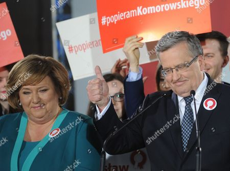 Bronislaw Komorowski, Anna Komorowska Polish President Bronislaw Komorowski gestures thumbs up with a hope for a win in the runoff, after first exit polls indicate he lost the first round of the presidential election to main opposition candidate Andrzej Duda, during the election night in Warsaw, Poland, as wife Anna stands left. The placard behind reads 'I support Komorowski