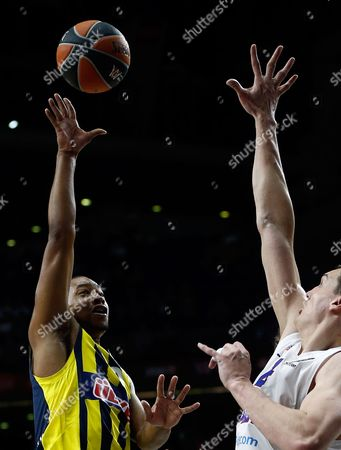 Fenerbahce's Andrew Goudelock, left, shoots over CSKA's Sasha Kaun during the Euroleague Final Four third place basketball match between CSKA Moscow and Fenerbahce in Madrid, Spain