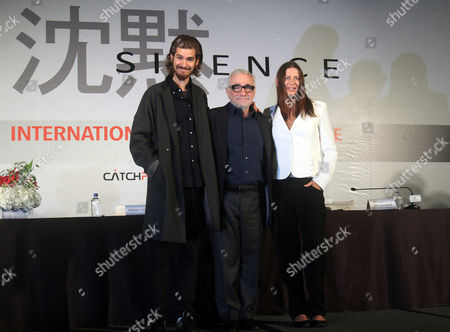 """Martin Scorsese, Andrew Garfield, Emma Koskoff From left, British actor Andrew Garfield, U. S. director Martin Scorsese, and producer Emma Koskoff pose during a press conference for their new movie """"Silence"""" in Taipei, Taiwan"""