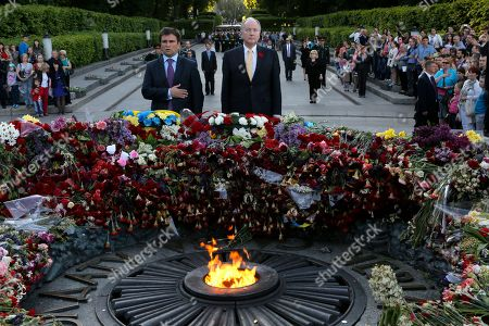 Pavlo Klimkin, Rob Nicholson Ukrainian Foreign Minister Pavlo Klimkin and Canada's Foreign Minister Rob Nicholson, center, lays flowers at a monument to World War II victims in Kiev, Ukraine