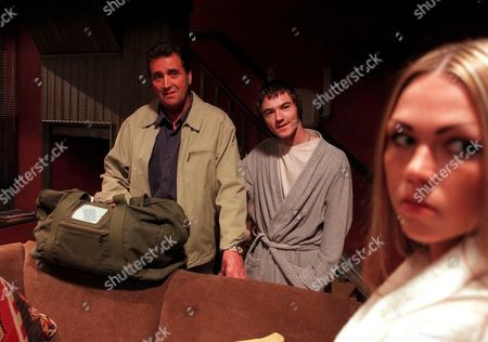 Stock Photo of 'Emmerdale'  TV - 2000  Johnny Leeze, Roy [Nicky Evans] and Kelly [Adele Silva]
