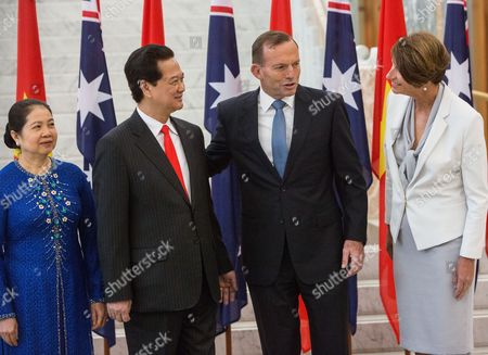 Visit to Canberra by Vietnamese Prime Minister, Mr Nguyen Tan Dung Vietnamese Prime Minister Nguyen Tan Dung and wife Tran Thanh Kiem, left, are welcomed to Australia's Parliament House in Canberra by the Australian Prime Minister, Tony Abbott and his wife, Margie Abbott, right, . The two Prime Ministers are expected to discuss the strengthening of ties and co-operation between their two countries