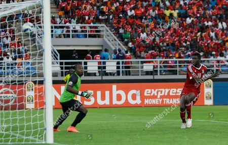 Congo's Fode Dore, right, scores a goal against Democratic Republic of Congo's goalkeeper Robert Muteba Kidiaba, left, during their African Cup of Nations quarter final soccer match in Bata, Equatorial Guinea