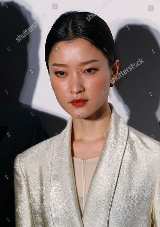 Du Juan Chinese model Du Juan poses on the red carpet for the fundraising gala organized by amfAR (The Foundation for AIDS Research) in Hong Kong