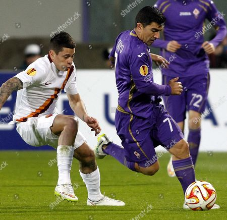 Manuel Arevalos Iturbe, David Pizarro Roma's Juan Manuel Arevalos Iturbe, left, and Fiorentina's David Pizarro fight for the ball during an Europa League round of 16 first leg soccer match between Fiorentina and Roma at the Artemio Franchi stadium in Florence, Italy