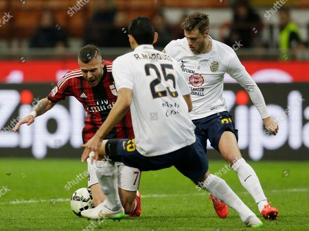 AC Milan's Jeremy Menez, left, challenges for the ball with Hellas Verona's Pinto Rafael Marques, center, and his teammate Juan Ignacio Gomez during a Serie A soccer match between AC Milan and Hellas Verona, at the San Siro stadium in Milan, Italy
