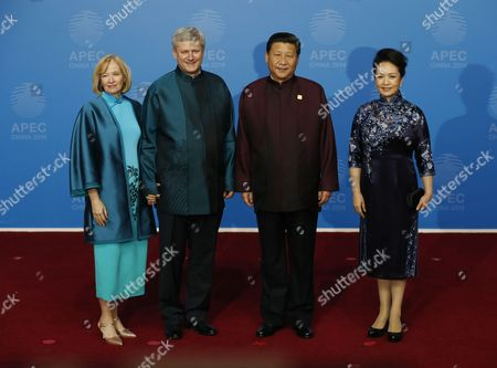 Stephen Harper, Laureen Harper, Xi Jinping, Peng Liyuan Canadian Prime Minister Stephen Harper, second left, and his wife, Laureen, left, pose for photographers with Chinese President Xi Jinping and his wife, Peng Liyuan, upon their arrival for the dinner hosted by Xi for APEC leaders at the Beijing National Aquatics Center in Beijing