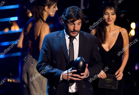 "Diego Quemada-Diez Spanish born director Diego Quemada-Diez gives his acceptance speech after receiving the Fenix Award for best film, ""La Jaula de Oro"" during the Fenix Iberoamerican Film Awards at the Esperanza Iris Theater in Mexico City"