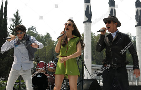 """Mexican singers Benny Ibarra, left, Sasha Sökol, center and Erik Rubin, right perform before a press conference to promote their new album """"Vuelta al sol"""" on in Mexico City. he singers, who were part of pop band Timbirche, said that their new album gives them a new identity as a group"""