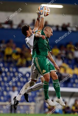 Panathinaikos' Mladen Petric, right, fights for a high ball with Estoril's goalkeeper Vagner during an Europa League group E soccer match between Panathinaikos and Estoril at the Antonio Coimbra Da Mota stadium, in Estoril, Portugal