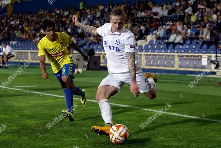 Dynamo Moscow's Alexander Buttner, right, shoots the ball past Estoril's Anderson Luiz during the Europa League group E soccer match between Dynamo Moscow and Estoril at the Antonio Coimbra Da Mota stadium, in Estoril, Portugal, . Dynamo Moscow won 2-1