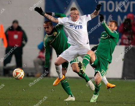 Alexander Büttner, Christos Bourbos Dinamo Moscow's Alexander Buttner, center, fights for a ball with Panathinaikos's Christos Bourbos, right, during the Europa League Group E soccer match between Dynamo Moscow and Panathinaikos at the Arena Khimki stadium in Moscow, Russia