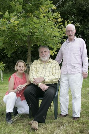 Terry Waite  (c) with SSE campaign director Carol Barbone and SSE chairman Peter Sanders