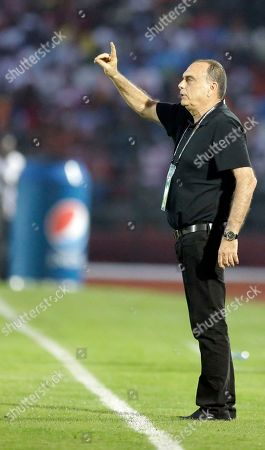 Ghana's head coach, Avram Grant gestures during the African Cup of Nations Group C soccer match between Ghana and Senegal in Mongomo, Equatorial Guinea