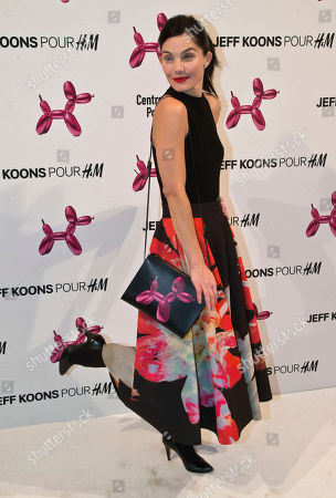 French actress Delphine Chaneac, poses during a photocall at Georges Pompidou museum in Paris, . Fashion house H&M launched a new leather hand bag in collaboration with American artist Jeff Koons, which features a printed design of his famous sculpture Balloon Dog (Magenta), 1994