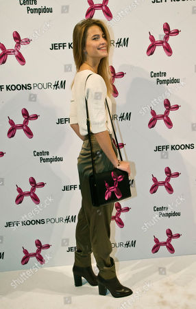 French actress Solene Hebert, poses during a photocall at Georges Pompidou museum in Paris, . Fashion house H&M launched a new leather hand bag in collaboration with American artist Jeff Koons, which features a printed design of his famous sculpture Balloon Dog (Magenta), 1994