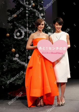 """Lily Collins, Ayame Goriki Actress Lily Collins, left, poses for photographers with Japanese actress Ayame Goriki during Japan premiere of her movie """"Love, Rosie"""" in Tokyo"""