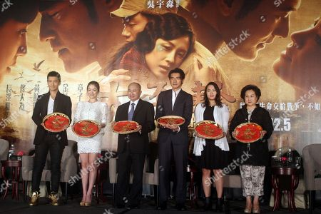 """Huang Xiaoming, Song Hye-kyo, John Woo, Takeshi Kaneshiro, Angeles Woo, Annie Woo From left, Chinese actor Huang Xiaoming, South Korea actress Song Hye-kyo, Hong Kong director John Woo, Taiwan-born Japanese actor Takeshi Kaneshiro, Hong Kong actress Angeles Woo, and Woo's wife Annie Woo pose for media during an event to promote their new movie """"The Crossing"""" in Taipei, Taiwan"""