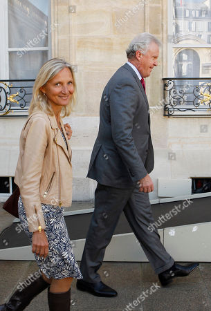 General Electric Co. CEO Jeffrey R. Immelt, right, and GE France chairwoman Clara Gaymard, left, arrive at the Elysee Palace for a meeting with French President Francois Hollande in Paris