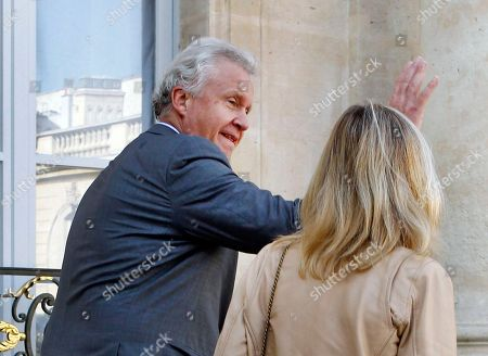 General Electric Co. CEO Jeffrey R. Immelt waves to reporters as he arrives with GE France chairwoman Clara Gaymard, at the Elysee Palace for a meeting with French President Francois Hollande in Paris