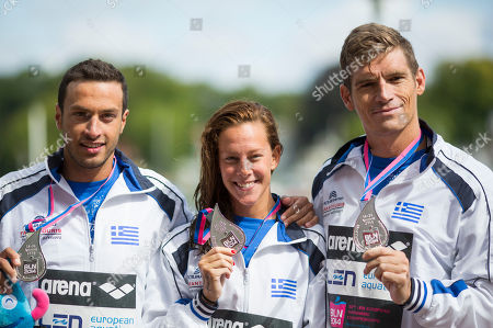 Antonios Fokaidis, Kalliopi Araouzou, Spyridon Gianniotis From left, Greece's Antonios Fokaidis, Greece's Kalliopi Araouzou and Greece's Spyridon Gianniotis, show their silver medals after finishing second in the 5km Team Event of the open water swim competition at the LEN Swimming European Championships in Berlin, Germany
