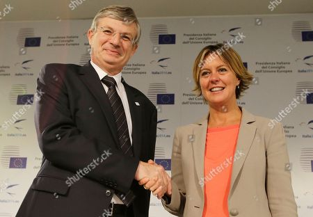 Beatrice Lorenzin, Tonio Borg Italy's Health Minister Beatrice Lorenzin, right, shakes hands with European Commissioner for Health and Consumer Policy Tonio Borg prior to the start of a press conference during an Informal Meeting of the EU Health Ministers in Milan, Italy