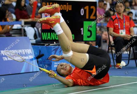 China's Wang Yihan falls on the ground as she competes against Bae Yeon-ju of South Korea during their Women's Singles semifnal badminton match at the 17th Asian Games at Gyeyang Gymnasium in Incheon, South Korea