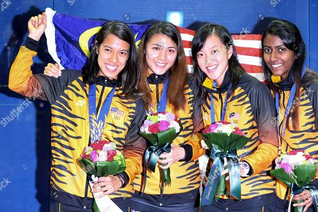 Nicol David, Delia Arnold, Low Wee Wern, Vanessa Raj Gnanasigamani Malaysia's Nicol David, left, Delia Arnold, 2nd left, Low Wee Wern, 2nd right, and Vanessa Raj Gnanasigamani, right, pose with their gold medals during the women's team squash award ceremony at the 17th Asian Games in Incheon, South Korea