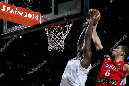 Kenneth Faried, Stefan Jovic United States' Kenneth Faried attempts a dunk under pressure from Serbia's Stefan Jovic during the final World Basketball match between the United States and Serbia at the Palacio de los Deportes stadium in Madrid, Spain