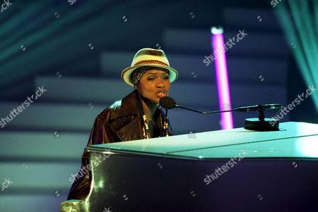 'Stars in their Eyes'  TV - 2003 - Eno Williams as Alicia Keys
