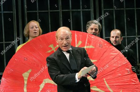 Scott Handy (Sir Andrew), Patrick Stewart (Malvolio), Paul Shelley (Sir Toby) and Christopher Patrick Nolan (Fabian)