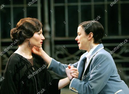 Kate Fleetwood (Olivia) and Laura Rees (Viola)