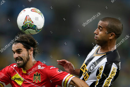 Sebastian Oscar Jaime, Julio Cesar Julio Cesar of Brazil's Botafogo, right, fights for the ball with Sebastian Oscar Jaime of Chile's Union Espanola at a Copa Libertadores soccer match in Rio de Janeiro, Brazil