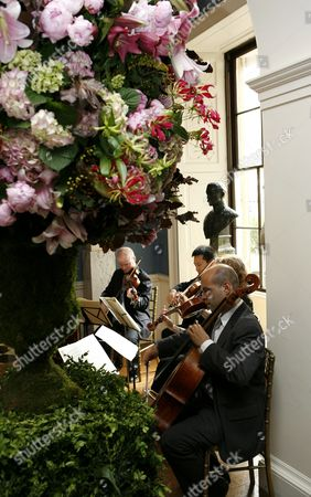 Musicians playing in Althorp