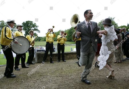 After the ceremony guests danced to the jazz band 'Sambalaya'