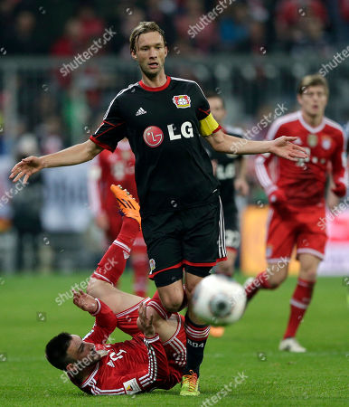 Simon Rolfes, Diego Contento Leverkusen's Simon Rolfes, right, and Bayern's Diego Contento challenge for the ball during the German first division Bundesliga soccer match between FC Bayern Munich and Bayer 04 Leverkusen, in Munich, southern Germany