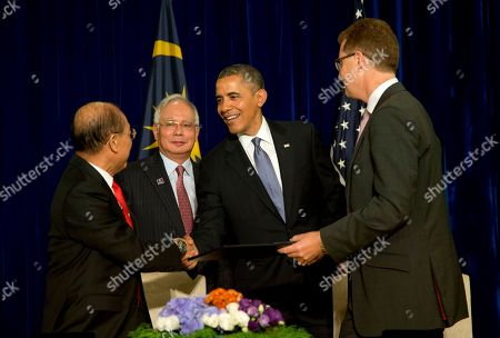 Barack Obama, Christopher G. Townsend, Yang Berbahagia Tan Sri Azman Hashim, Najib Razak President Barack Obama, second from right, and Malaysian Prime Minister Najib Razak, second from left, congratulate Christopher G. Townsend, president of MetLife, Asia, right, and Yang Berbahagia Tan Sri Azman Hashim, chairman of AmBank Group Berhad, left, during a ceremony to sign major commercial agreements with American businesses at the Ritz-Carlton in Kuala Lumpur, Malaysia