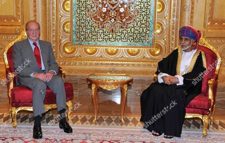 Oman's Sultan Qaboos bin Said, right, receives Spain's King Juan Carlos in the Al Allam palace in Muscat, Oman, . King Juan Carlos is in Oman for an official three-day visit