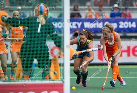 Australia's Georgie Parker, center, dribbles with the ball during the Field Hockey World Cup final match women between Australia and The Netherlands in The Hague, Netherlands