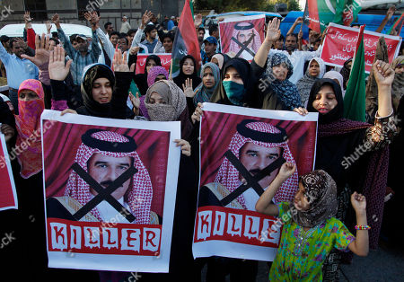 Pakistani Shiite supporters of Majlis-e-Wahdat-e-Muslimeen protest against the the King of Bahrain in Karachi, Pakistan, . Bahraini King Sheik Hamad bin Isa al-Khalifa has arrived Pakistan to meet political and military leadership to discuss bilateral issues