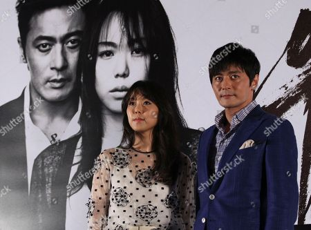 """Jang Dong-gun, Kim Min-hee South Korean actress Kim Min-hee and actor Jang Dong-gun pose for photographers during a press conference to promote their latest movie """"No Tears for the Dead"""" in Seoul, South Korea"""