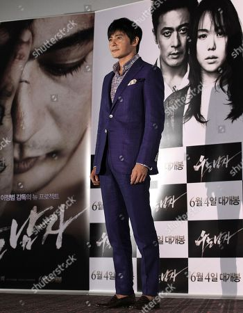 """Jang Dong-gun South Korean actor Jang Dong-gun poses for photographers during a press conference to promote his latest movie """"No Tears for the Dead"""" in Seoul, South Korea"""