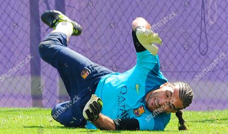 Jose Manuel Pinto FC Barcelona's goalkeeper Jose Manuel Pinto attends a training session at the Sports Center FC Barcelona Joan Gamper, in San Joan Despi, Spain, . Barcelona faces Spanish leader Atletico Madrid in a winner-takes-all league finale on Saturday, when the defending champion could yet lift its fifth title in six seasons