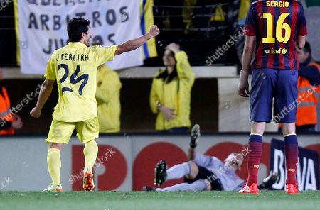 Jonathan Pereira, Jose Manuel Pinto Villarreal's Jonathan Pereira, left, celebrates after scoring Barcelona's goalkeeper Jose Manuel Pinto, below, during a Spanish La Liga soccer match at the Madrigal stadium in Villarreal, Spain, on