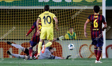 Ruben Gracia 'Cani', Jose Manuel Pinto Villarreal's Ruben Gracia 'Cani', center, shoots to score past Barcelona's goalkeeper Jose Manuel Pinto, below, during a Spanish La Liga soccer match at the Madrigal stadium in Villarreal, Spain, on