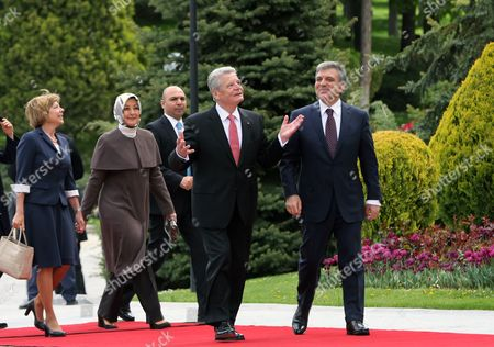Joachim Gauck, Abdullah Gul, Daniela Schadt, Hayrunnisa Gul German President Joachim Gauck, second right, his Turkish counterpart Abdullah Gul, right, their wives Daniela Schadt, left, and Hayrunnisa Gul pose for cameras during a ceremony at the Cankaya Palace in Ankara, Turkey, . Guack is on a four-day visit to Turkey