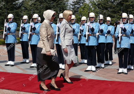 Janine Grenside, Hayrunnisa Gul Janine Grenside, the wife of Gen. Sir Jerry Mateparae, Governor-General of New Zealand, center right, and Hayrunnisa Gul, the wife of Turkish President Abdullah Gul follow their husbands who were inspecting a honour guard at the Cankaya Palace in Ankara, Turkey, . Sir Jerry Mateparae is in Turkey for the annual Anzac Day commemoration in Gallipoli